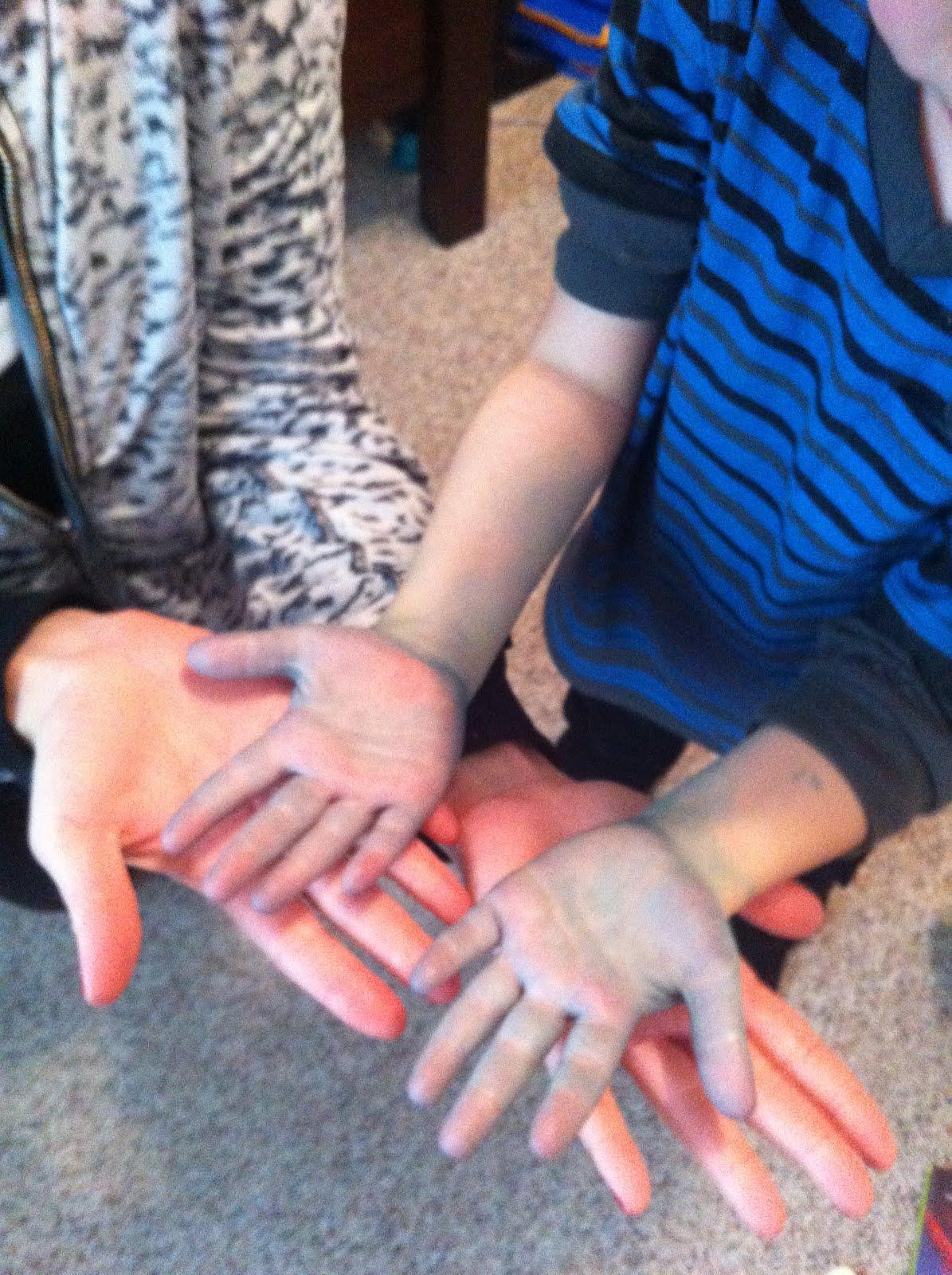 WORDLESS WEDNESDAY: BLUE HANDS   Perfectly Disheveled
